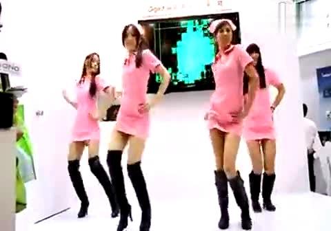 长靴美女穿性感护士装火辣热舞