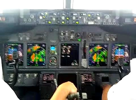 驾驶舱内实拍飞机降落