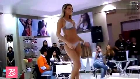 性感丁字裤摇臀舞 视频在线观看