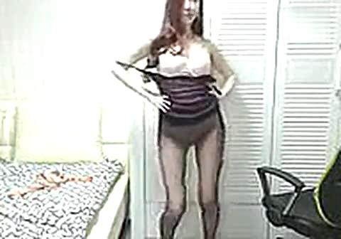醉酒美女被性侵视频 韩国美女主播瑟妃