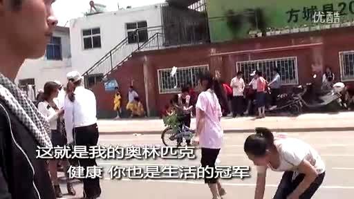 女生踢视频 女生踢裆故事视频