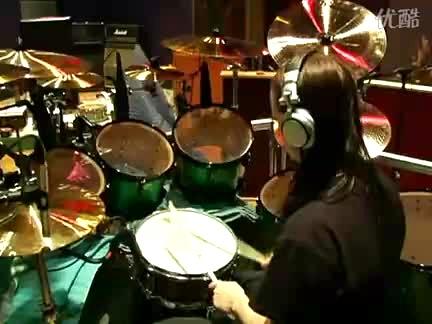 看看活结鼓手joey jordison怎么练鼓的